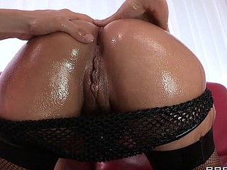 Liza Del Sierra teases her agreeable french buns which just goes to show the French have the majority excellent anal treats on the globe. Erik stops in with some oil and gets her butt all wet previous to plunging his hard dick unfathomable inside. Liza finishes with the majority good treat of all: an anal creampie!